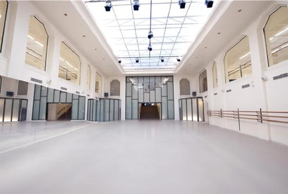 Сценический линолеум Американской академии хореографии Парижа