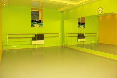 Ройал Дэнс Клуб - укладка линолеума, монтаж станков и зеркал